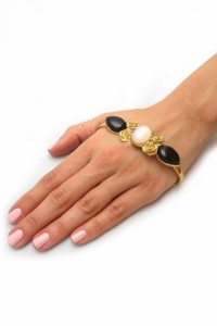 small_Item_of_the_Day-LeiVanKash_Haya_Hand_Cuff